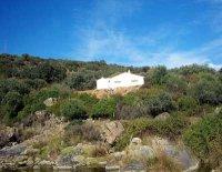 Denuncian la construcción de un chalet en Aguablanca