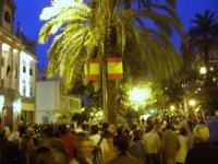 Zapatero, Rodríguez Ibarra y el presidente de Portugal, José Sócrtaes, reciben gritos y abucheos al llegar a la Delegación de Gobierno de Extremadura
