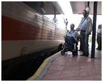 Juanjo, un discapacitado extremeño condenado a no poder coger ningún tren regional en su comunidad porque no son accesibles